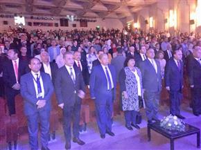 وصول عبد الدايم وطه لحضور فعاليات مهرجان الإسماعيلية.. والضيوف يؤدون السلام الوطنى