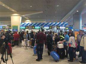 مصر للطيران تنهي إجراءات وصول ركاب الرحلة الأولى القادمة من موسكو إلى القاهرة  صور