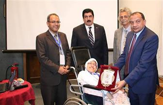 جامعة بني سويف تكرم الطفلة صفاء طه كنموذج مميز لمتحدي الإعاقة