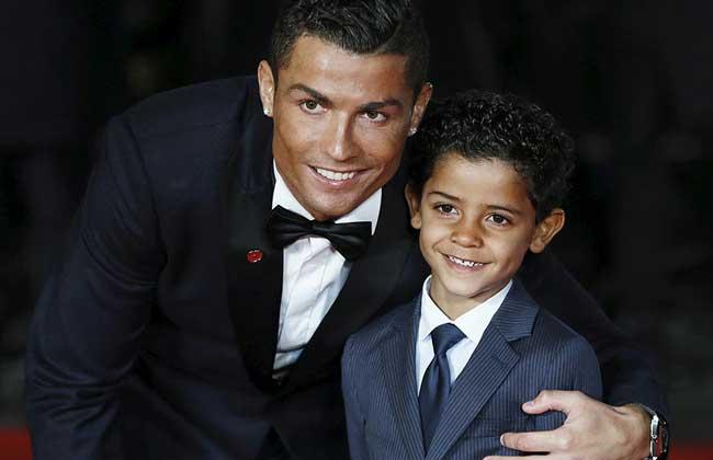 كريستيانو رونالدو لابنه:  أفضل لاعب في المدرسة.. عيد ميلاد سعيد   صور وفيديو -