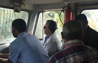 وزير النقل يعنف موظفي حجز تذاكر القطارات بمحطة الأقصر بسبب السوق السوداء