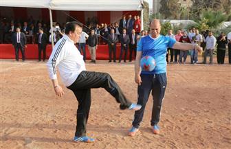 وزير التعليم العالي يلعب الكرة في افتتاح معهد إعداد القادة بحلوان