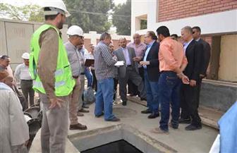 محافظ بنى سويف يتفقد مشروعات للصرف الصحي في 9 قرى |صور
