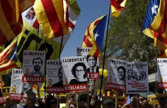 مئات الآلاف يتظاهرون في كتالونيا للإفراج عن زعيمي الانفصاليين