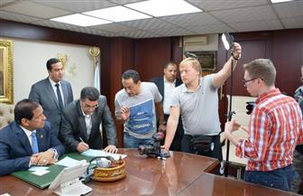 محافظ الغربية يجري لقاء مع قناة روسية حول شخصية اللاعب محمد صلاح | صور