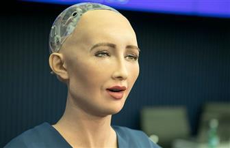 الروبوت صوفيا تنصح أسامة كمال بالتوقف عن التدخين وتشرح له أضراره الخطيرة | فيديو
