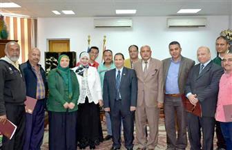 رئيس جامعة بورسعيد يكرم المشاركين في الانتخابات بعد إعلان فوز الرئيس السيسي | صور