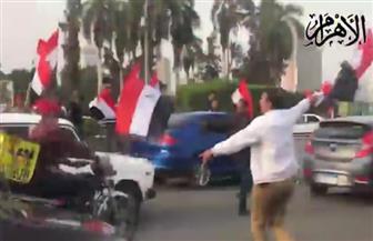 المواطنون يحتفلون بفوز الرئيس السيسي بفترة ثانية في سراي الجزيرة | فيديو