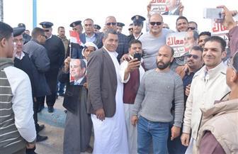 محافظ مطروح يشارك الأهالي الفرحة بفوز الرئيس عبد الفتاح السيسي | صور