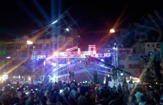 مواطنون يحتفلون بفوز الرئيس السيسي بالألعاب النارية في روكسي  | صور