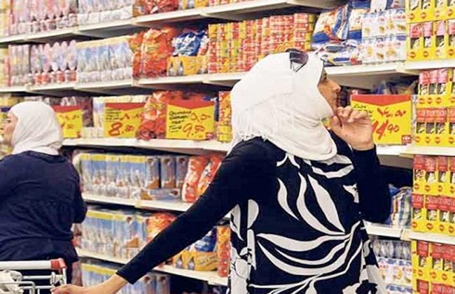 مسئولون: المواطن سبب ارتفاع أسعار السلع الغذائية -