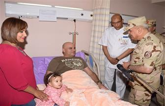 وزير الدفاع يزور مصابي العمليات الإرهابية من أبطال القوات المسلحة | صور