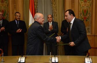 """""""العصار"""" و""""بدر"""" يوقعان بروتوكولا لتطوير محافظة الأقصر"""
