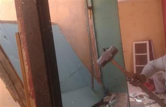 إخلاء منزل لخطورته الداهمة في زقاق أحمد فهمي بحي الساحل | صور
