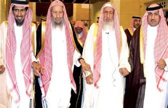 """عضو بـ""""علماء السعودية"""":لا حرج في حديث المرأة مع أبناء عمِّها """"بمجمع عام"""""""