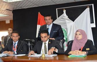 عميد آداب المنصورة: برلمان الطلاب استجوب الوزير حول أسعار المدن الجامعية والتصنيف الدولي