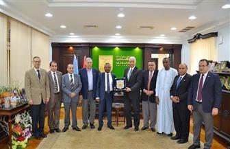 رئيس جامعة الإسكندرية يستقبل وفدا من جامعة انجامينا التشادية لبحث التعاون | صور