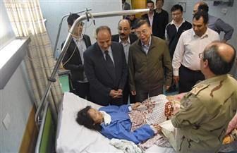 محافظ الإسكندرية يطمئن على المصابين الصينيين في حادث انقلاب سيارة   صور