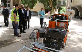 محافظة قنا تستلم ماكينة تخطيط طرق جديدة لدعم منظومة النظافة   صور