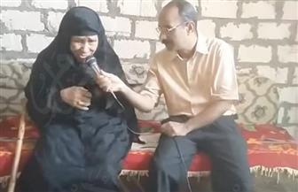 مدرس التاريخ يتجول في نجوع وقرى الصعيد لجمع قصص وخطابات شهداء مصر | صور