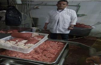 ضبط 3100 كجم من اللانشون الفاسد داخل مصنع غير مرخص بالإسكندرية | صور