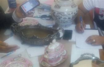 الآثار تتسلم 8 قطع أثرية تم ضبطها قبل تهريبها إلى لبنان | صور