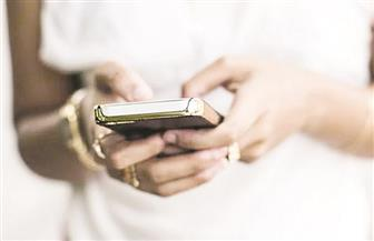 الاطلاع على هاتف زوجك جريمة يعاقب عليها القانون في السعودية
