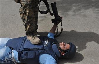 """صحفي عراقي يشكو مسئولا هدد بـ""""تعليقه"""" على بوابة مبنى مجلس البصرة"""