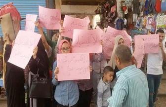 تجمع أولياء أمور طلاب إحدى المدارس أمام مديرية التعليم بالباجور احتجاجا على إنهاء تعاقد مدرس   صور