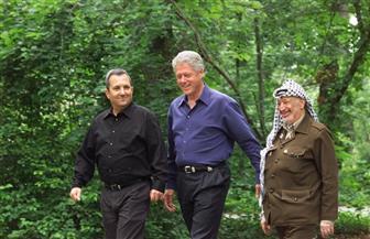 كلينتون: عملية السلام لا تتقدم وإسرائيل ترى الفلسطينيين ضعفاء