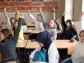 مسلمون في النمسا يعتزمون الطعن على قرار حظر الحجاب في المدارس