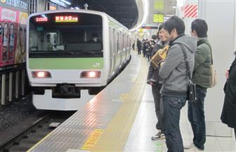نساء اليابان يكافحن التحرش بوسائل مبتكرة على متن عربات المترو.. تعرف عليها