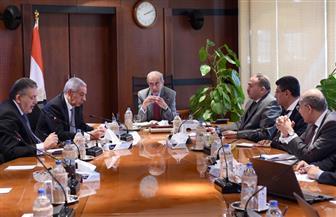 """""""إسماعيل"""" يلتقي وزير التجارة والصناعة ورئيس اتحاد الغرف التجارية لبحث حركة السلع"""