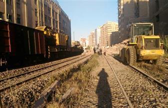 انتظام حركة القطارات على خط القاهرة الإسكندرية بعد تأثرها بسقوط عمارة سكنية على السكة الحديد