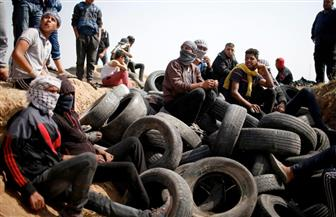 الفلسطينيون يستمرون بفعاليات مسيرة العودة..والكاوتش المشتعل  في مواجهة العنف الإسرائيلى
