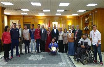 """رئيس جامعة المنيا يكرم 12 طالبا من متحدي الإعاقة حصدوا 12 ميدالية فى """"اللقاء الرياضي"""" بالإسكندرية"""