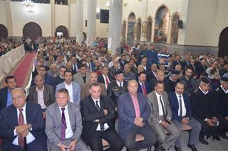 محافظ الإسماعيلية ومدير الأمن يشهدان قداس عيد القيامة المجيد بكنيسة الأنبا بيشوي
