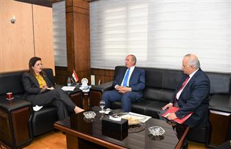 وزيرة التخطيط تبحث مع محافظ البحر الأحمر تطوير مراكز خدمات المواطنين