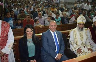 وزيرة السياحة ومحافظ البحر الأحمر يحضران قداس عيد القيامة بكاتدرائية الأنبا شنودة بالغردقة | صور