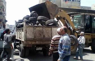 """قبل ساعات من الاحتفال بشم النسيم.. جمع كميات كبيرة من """"إطارات السيارات"""" لمنع الحرائق  صور"""