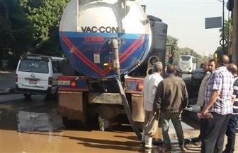 كثافات مرورية بكورنيش النيل بسبب كسر ماسورة مياه | صور