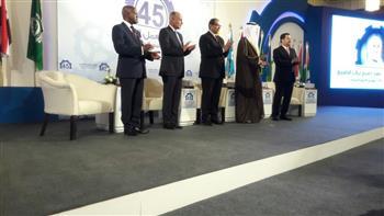 مؤتمر العمل العربي يكرم أبو الغيط وسعفان وهند صبيح | صور