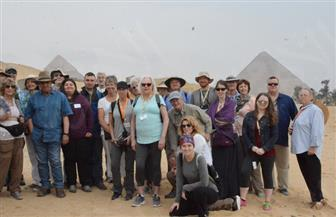 10 آلاف سائح أمريكى زاروا مقابر العمال بناة الأهرامات بالجبل القبلى | صور