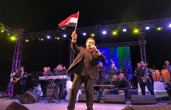 عاصي الحلاني يهدي مصر أغنية جديدة بمناسبة فوز الرئيس السيسي خلال حفلته بشرم الشيخ| صور