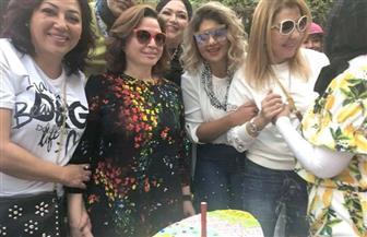 نادية الجندي تحتفل مع إلهام شاهين وسهير رمزي بشم النسيم