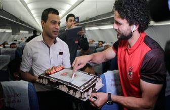 """احتفالية خاصة لـ""""الكابيتانو"""" على الطائرة في رحلة الإمارات"""