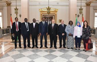 رئيس جامعة القاهرة يلتقي رئيس برلمان بوركينا فاسو لدراسة توفير منح طلابية وتبادل الأساتذة |  صور