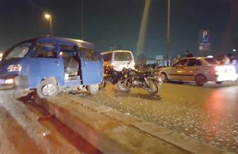كثافات مرورية عالية بمحور صفط اللبن بسبب تصادم ثلاث سيارات