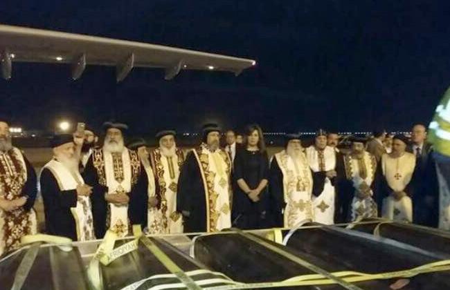 مغادرة رفات ضحايا مذبحة ليبيا مطار القاهرة متجهة إلى المنيا -