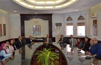 رئيس جامعة الإسكندرية يناقش برامج تدريب وإعداد الطلاب مع مديرة معهد تكنولوجيا المعلومات | صور
